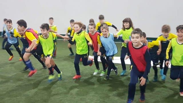 De ce aduceti copilul la fotbal?